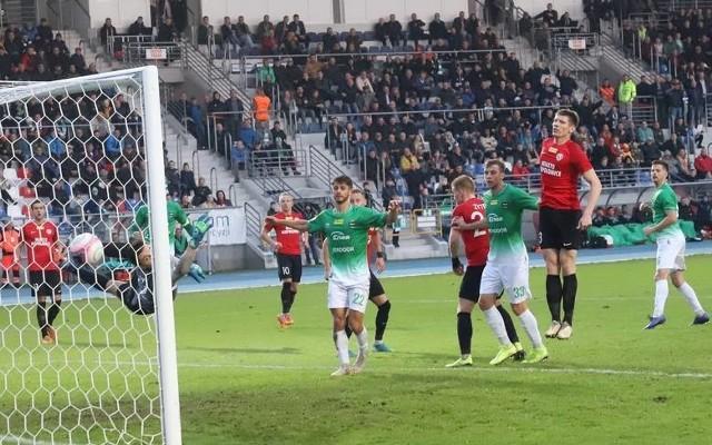 Fragment meczu, Radomiak - Puszcza, który rozegrano w rundzie jesiennej w Radomiu. Mecz się zakończył wynikiem 1:1.