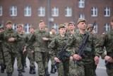 Zarobki w wojsku - tyle zarabiają żołnierze. Od szeregowego do generała [stawki]