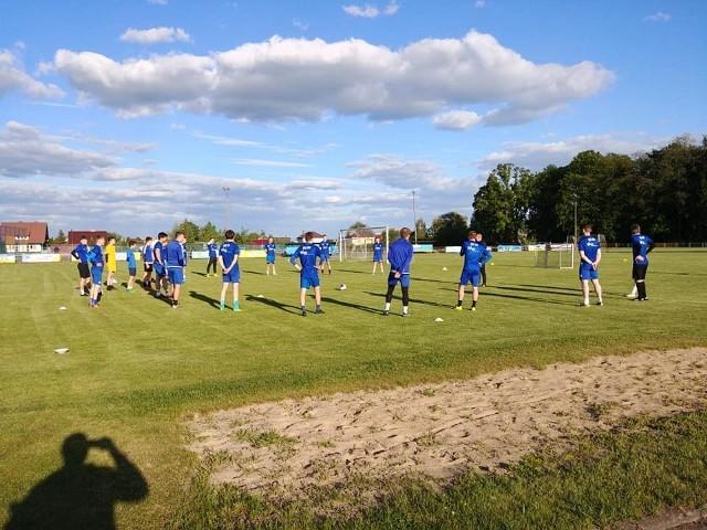 Piłkarze Tura Bielsk Podlaski na pierwszym treningu