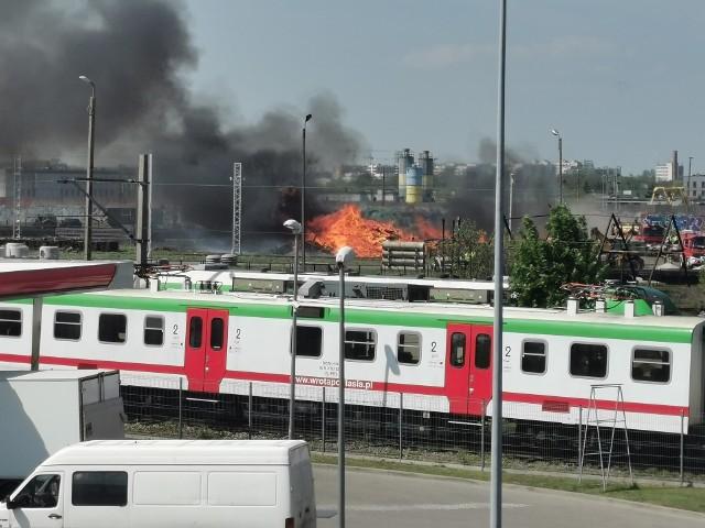 Pożar podkładów kolejowych w Białymstoku