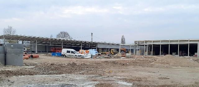 Kompleks Vendo Park na placu d. PKS-u w Inowrocławiu powstaje w szybkim tempie. To zdjęcie wykonane tydzień temu jest już nieaktualne...