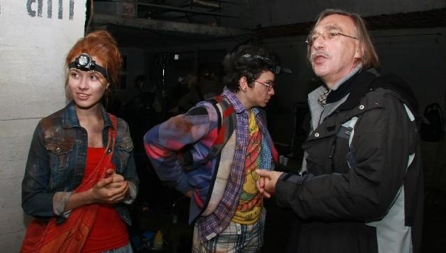 Kilkadziesiąt metrów pod ziemią Nika-Klaudia Łepkowska i Net-Maciek Stolarczyk słuchają wskazówek reżysera Wiktora Skrzyneckiego.
