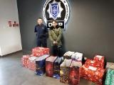 Mikołajkowe upominki od policjantów dla dzieci z małopolskiego hospicjum