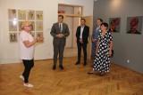 Wojewoda zwiedził brzezińskie muzeum i kościół farny