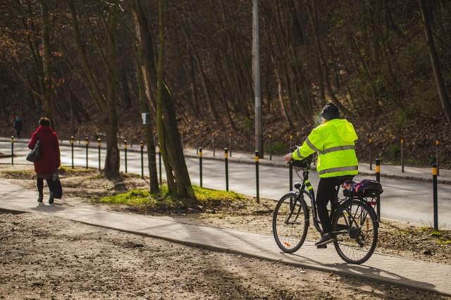 W dobie koronawirusa wiele osób zrezygnowało transportu publicznego i przesiadło się na rower na rower