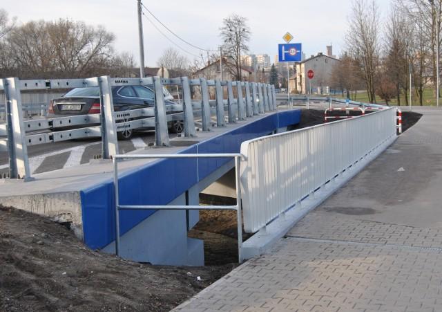 Nowy most przy ul. Szpitalnej w Chrzanowie ma kładki dla pieszych. Mieszkańcy nie mogą doczekać się jego otwarcia