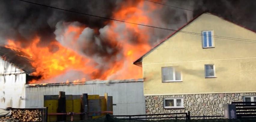 Potężny pożar w Nowej Białej