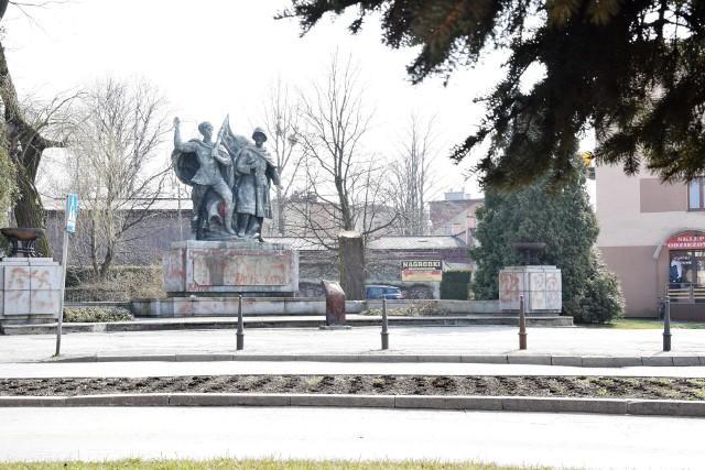 Pomnik Braterstwa Broni w Czechowicach-Dziedzicach pochodzi z 1953 r.Zobacz kolejne zdjęcia. Przesuwaj zdjęcia w prawo - naciśnij strzałkę lub przycisk NASTĘPNE