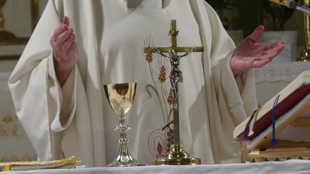 Proboszcz jednej parafii na Podkarpaciu miał zostać zatrzymany za... kradzież prezerwatyw w Biedronce.