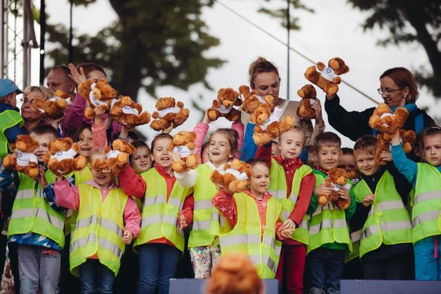 Dzieci otrzymały maskotki