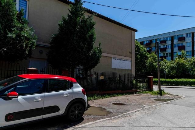 O utwardzenie tego miejsca na os. Białostoczek apeluje radny Henryk Dębowski