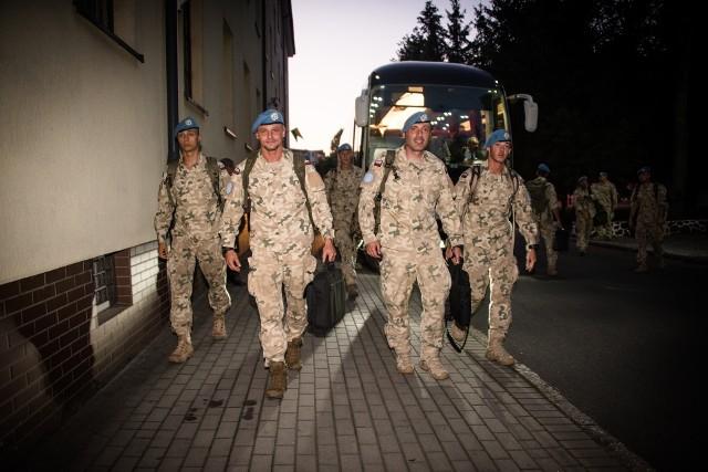 Wzruszające powitania z bliskimi żołnierzy III zmiany PKW UNIFIL po powrocie z misji