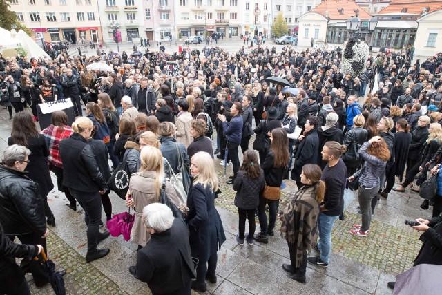 Ubiegłoroczny Czarny Poniedziałek wyprowadził na ulice tysiące kobiet także w Białymstoku. Jak będzie dziś?