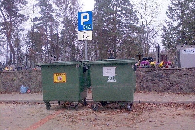 Internauta od dłuższego czasu obserwował miejsce, a jakim znalazły się pojemniki na śmieci