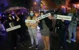 Stargard. Marsz i znicze pod biurem Prawa i Sprawiedliwości. Stargardzianki protestowały przeciwko zaostrzeniu ustawy aborcyjnej