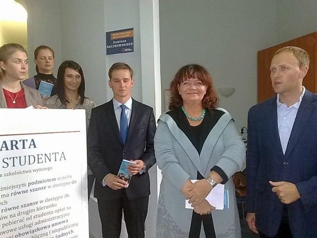 Minister Barbara Kudrycka (druga z prawej)