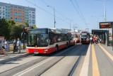 Wakacyjne rozkłady jazdy komunikacji miejskiej w Trójmieście. Więcej kursów na plaże i sezonowe linie