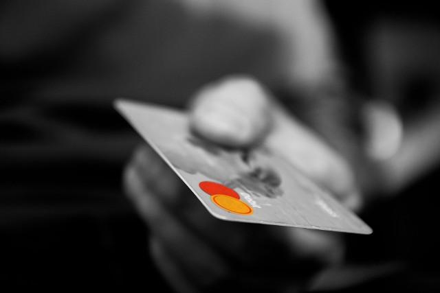 Poważna awaria w banku Credit Agricole. Bank potwierdza, że transakcje naliczały się podwójne. Jak informują klienci, z kont znikały pieniądze.