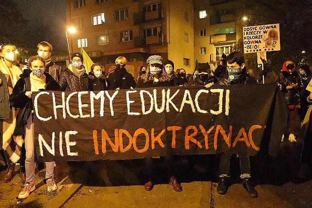 Nie dla ministra Czarnka. Protest pod Kuratorium Oświaty w Łodzi.