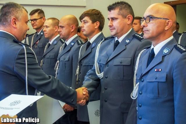 Komenda Powiatowa Policji w Świebodzinie. Uroczysty apel z okazji Święta Policji.