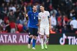Zgrywus Chiellini i Bonucci obejmujący panią ze służby porządkowej, czyli echa meczu Włochów z Hiszpanami