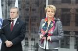 Hanna Zdanowska i Piotr Gliński na przystanku metro