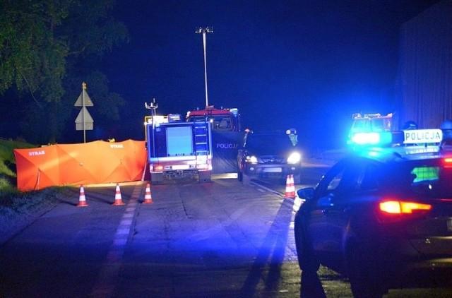 Śmiertelny wypadek na krajowej ósemce. Dwóch policjantów z CBŚP zginęło na miejscu.