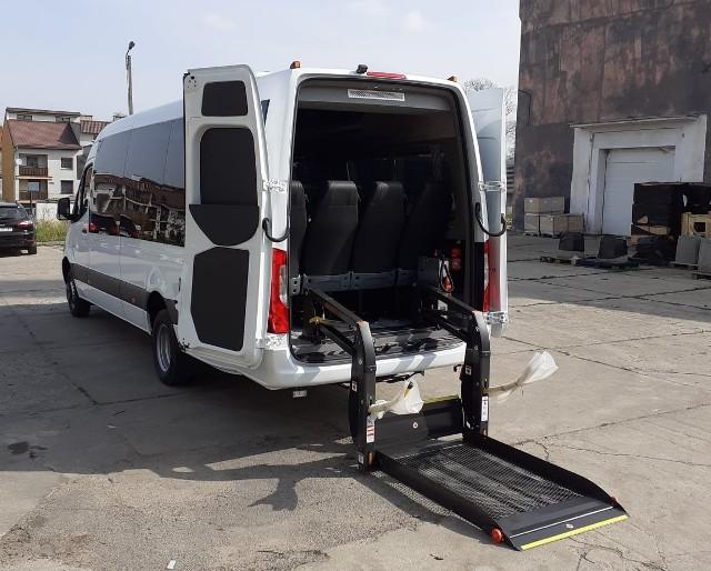 Nowiutki Mercedes do przewozu osób niepełnosprawnych w gminie Byczyna.