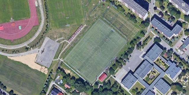 Boisko ze sztuczną nawierzchnią obok stadionu Resovii - to tutaj odbędzie się piątkowy mecz I ligi
