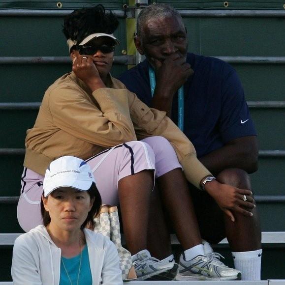 """A może by tak ściągnąć na szczeciński turniej Pekao Open Richarda Williamsa, ojca słynnych amerykańskich tenisistek, Venus i Sereny Williams? Razem z jego nową sympatią? Zdjęcie fotoreporter """"Głosu"""" Andrzej Szkocki zrobił podczas niedawnego turnieju w Miami."""