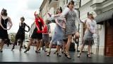 Białystok. Święto ulicy Kilińskiego. Było można podziwiać przedwojenne stylizacje modowe czy auta retro