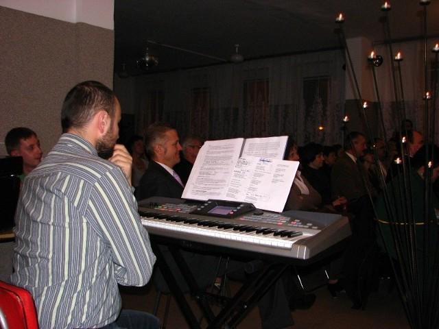 Dzien Papieski w Malkini - koncert gminnego chóru