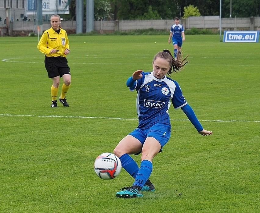 Futbol kobiet. Rekordowa wygrana   drużyny TME UKS SMS ZDJĘCIA
