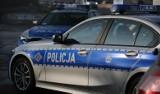 Groźny wypadek w Pałubicach - auto wjechało w drzewo 7.09.2020. Jeden mężczyzna nieprzytomny, pozostali pasażerowie z obrażeniami kończyn