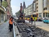 Zerwane torowisko na ul. św. Mikołaja we Wrocławiu. Rozpoczął się remont [ZDJĘCIA]
