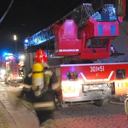 Strażakom udało się ugasić pożar zanim ogień opanował cały sklep