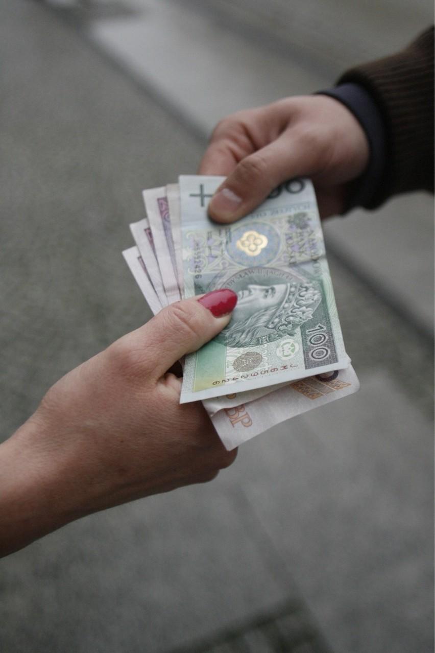 Ciekawsze dane przynoszą informacje dot. płac w pozostałych...