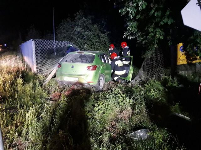 Wypadek w Dąbrowicach zdarzył w sobotę, 12 maja, około godziny 21.45. Jedna osoba została odwieziona do szpitala.