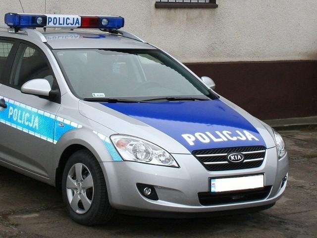 W niedzielę wieczorem dyżurny Komisariatu Policji w Miastku odebrał zgłoszenie o wypadku drogowym w okolicach miejscowości Miłocice.