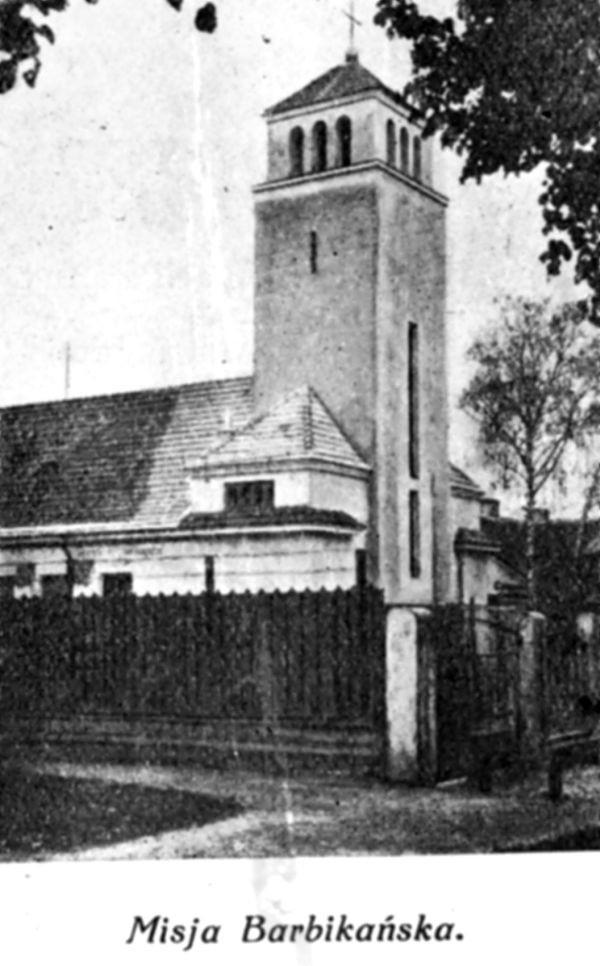 Budynek, zaprojektowany przez inż. architekta Rudolfa Macurę, postawiono w latach 1922-23 (na obecnej ulicy św. Rocha).