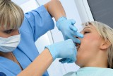 Ekstrakcja zęba, czyli jego wyrwanie zęba – kiedy konieczne jest wykonanie zabiegu, jaki jest jego przebieg i możliwe powikłania?