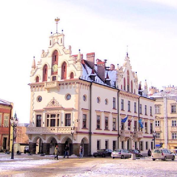 Ratusz to jeden z najciekawszych zabytkowych budynków Rzeszowa.