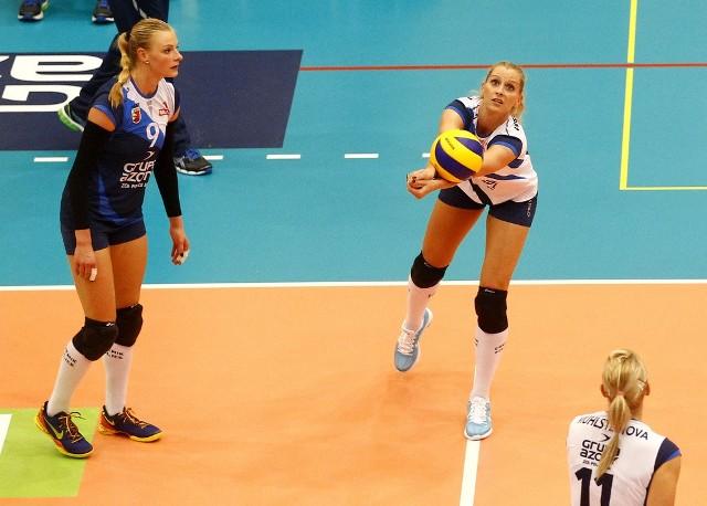 Anna Werblińska (odbija piłkę) wraca do zdrowia po zabiegu.