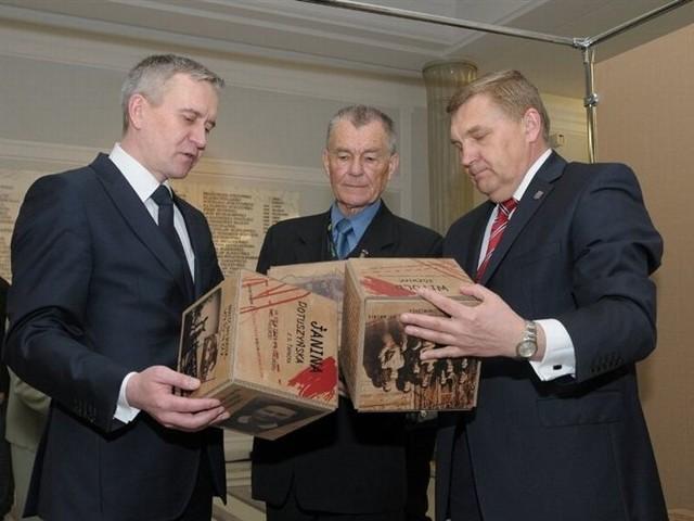 """W holu głównego budynku Sejmu białostockie Muzeum Wojska otworzyło nową ekspozycję """"Skazani na Sybir"""