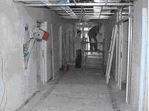 Remont porodówki w Policach rozpoczął się jesienią. Teraz robotnicy wykonują głównie prace elektryczne i poprawiają hydraulikę.
