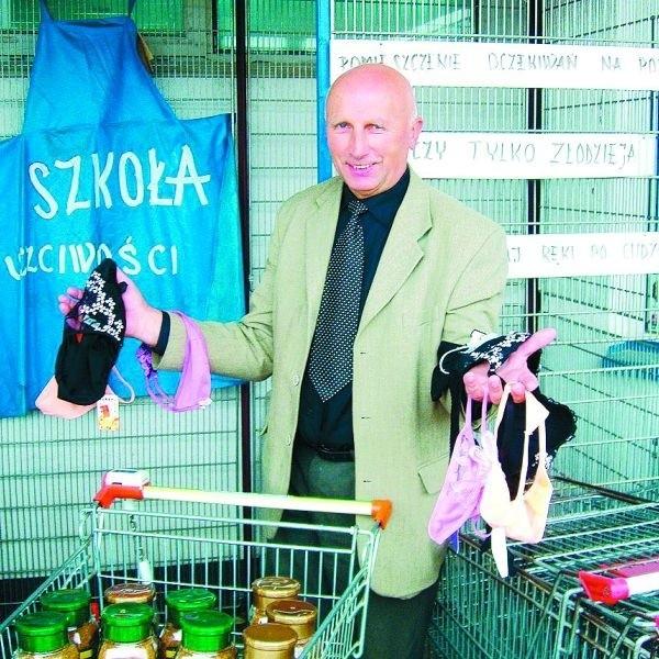 """Eugeniusz Kaczyński jako właściciel sklepu postawił kiedyś klatkę dla złodziei. To była jego """"szkoła uczciwości"""". Teraz taką szkołę zafundował mu IPN. Inie wystarczy w niej odpowiadać """"nie wiem""""."""