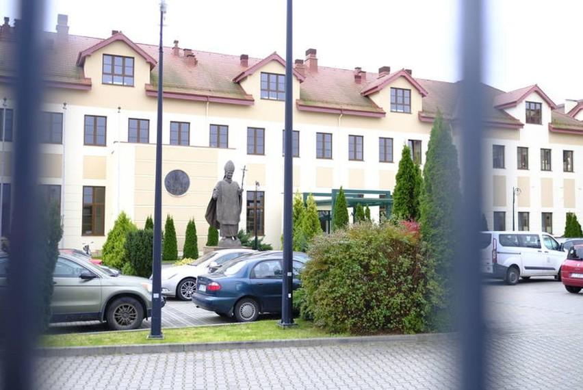 """Krajowa Szkoła Administracji Publicznej ma służyć toruńskiej WSKSiM """"pomocą ekspercką"""". Porozumienie zostało zawarte na początku sierpnia tego roku"""