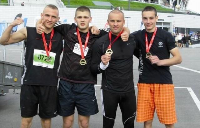 Krystian Kułak, Marcin Maliton, Tomasz Potapczyk i Przemysław Biegański z UKS Boxing Sokółka wzięli udział w 34. Maratonie Warszawskim