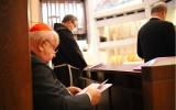 Kraków. Modlitwa pokutna kapłanów Archidiecezji Krakowskiej w Sanktuarium św. Jana Pawła II i prośba o przebaczenie [ZDJĘCIA]