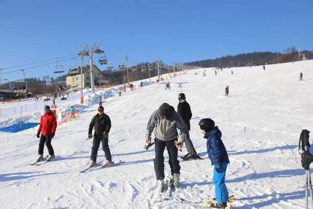 Lista kontuzji, które zdarzają się narciarzom i snowboardzistom jest długa. Najczęściej są to urazy dolnych i górnych kończyn, takie jak zwichnięcia, skręcenia i złamania oraz naciągnięcia więzadeł i ścięgien. Tego typu obrażenia mogą spowodować, że narciarza ze stoku nie da się ewakuować w inny sposób niż helikopterem ratunkowym.
